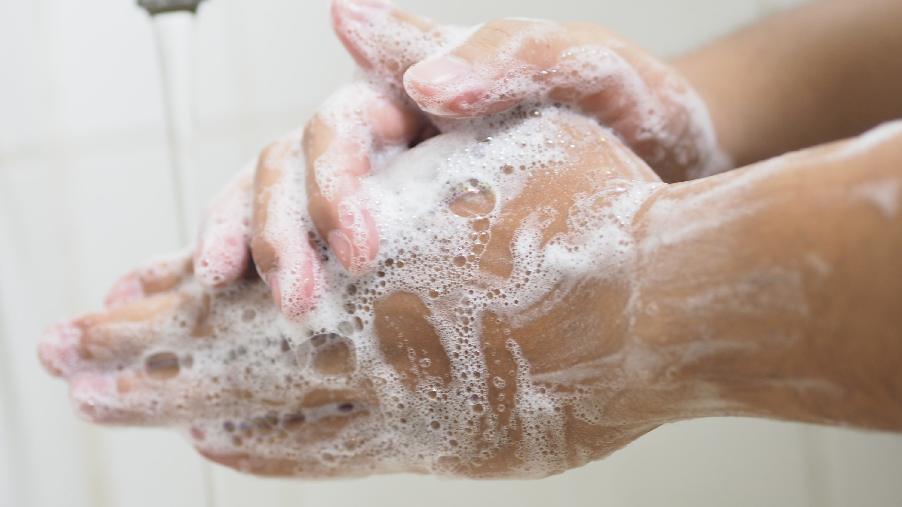washing hands to prevent spread of COVID-19