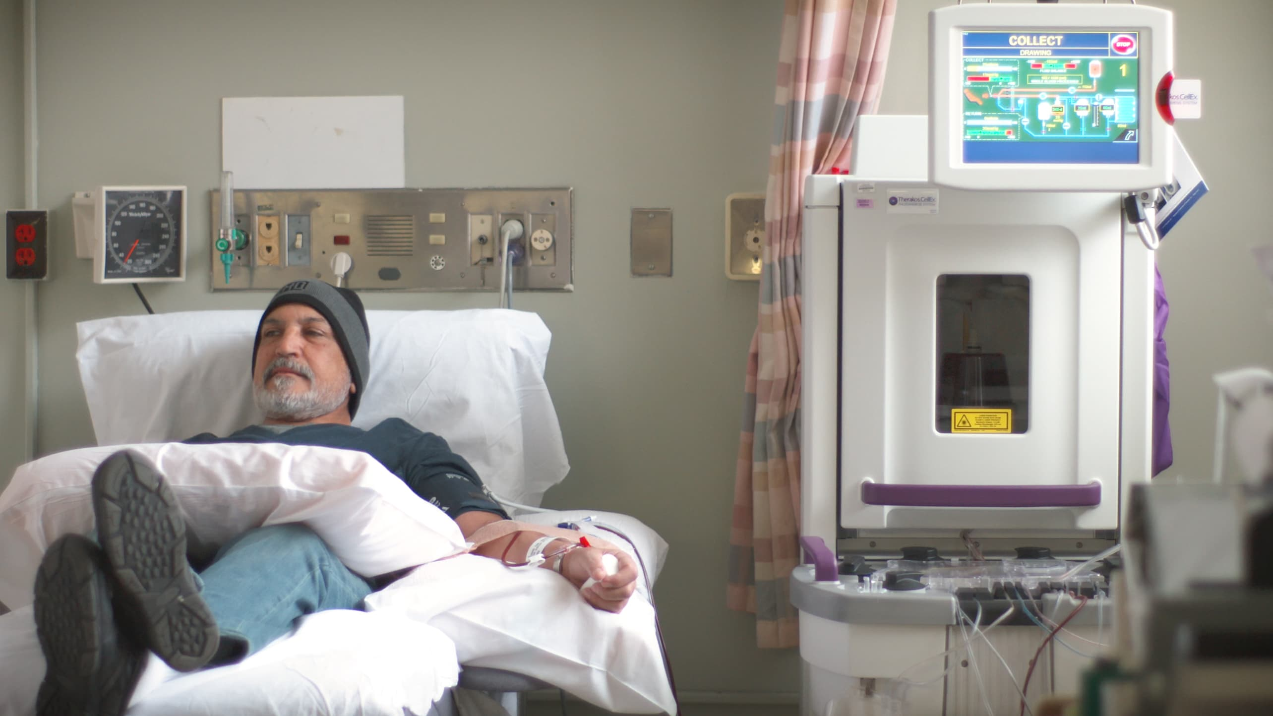 A patient receives photopheresis therapy.