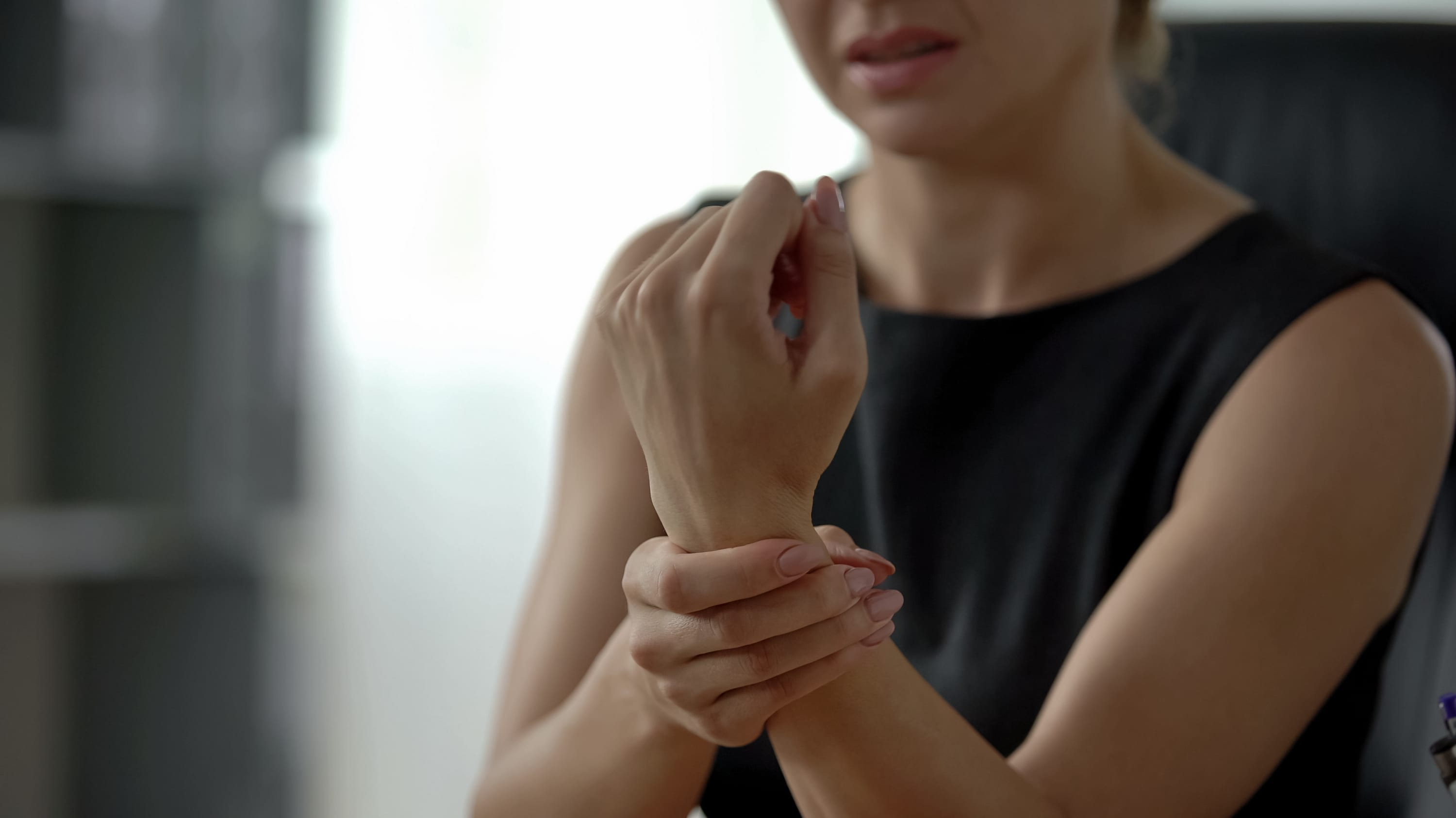 woman with wrist pain, possibly from a ganglion cyst