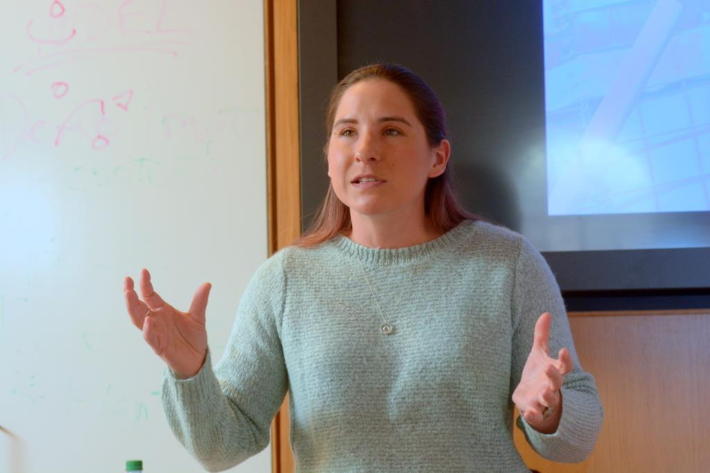 At a new lecture series organized by students, West Point graduate and first-year medical student Melissa Thomas described her experiences in Iraq.