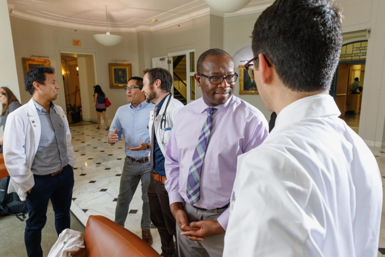 Darin Latimore, MD, (center) chief diversity officer and associate professor (general medicine) meets with medical students in Sterling Hall of Medicine.