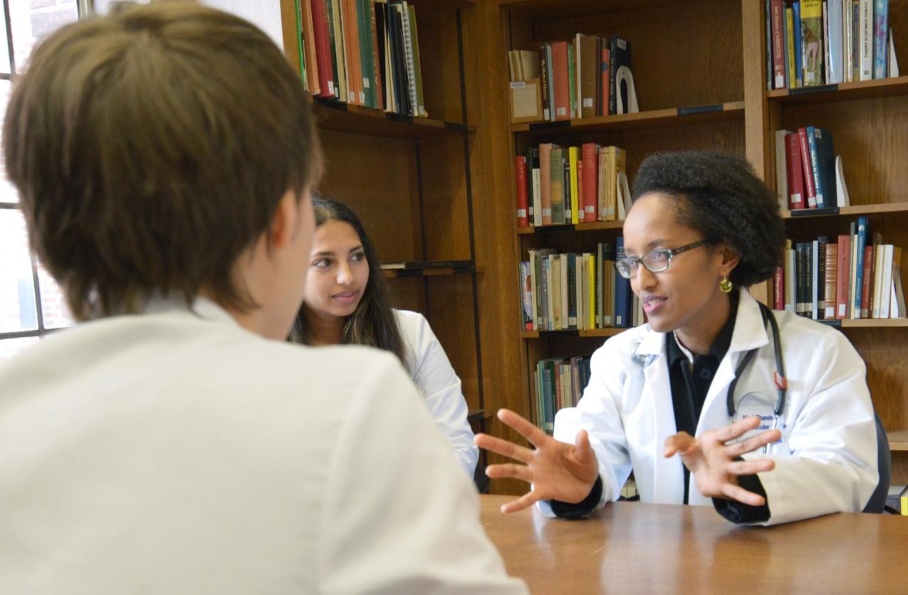 WHRY mentor Dr. Njeri Thande reviews the YSM curriculum with medical students.