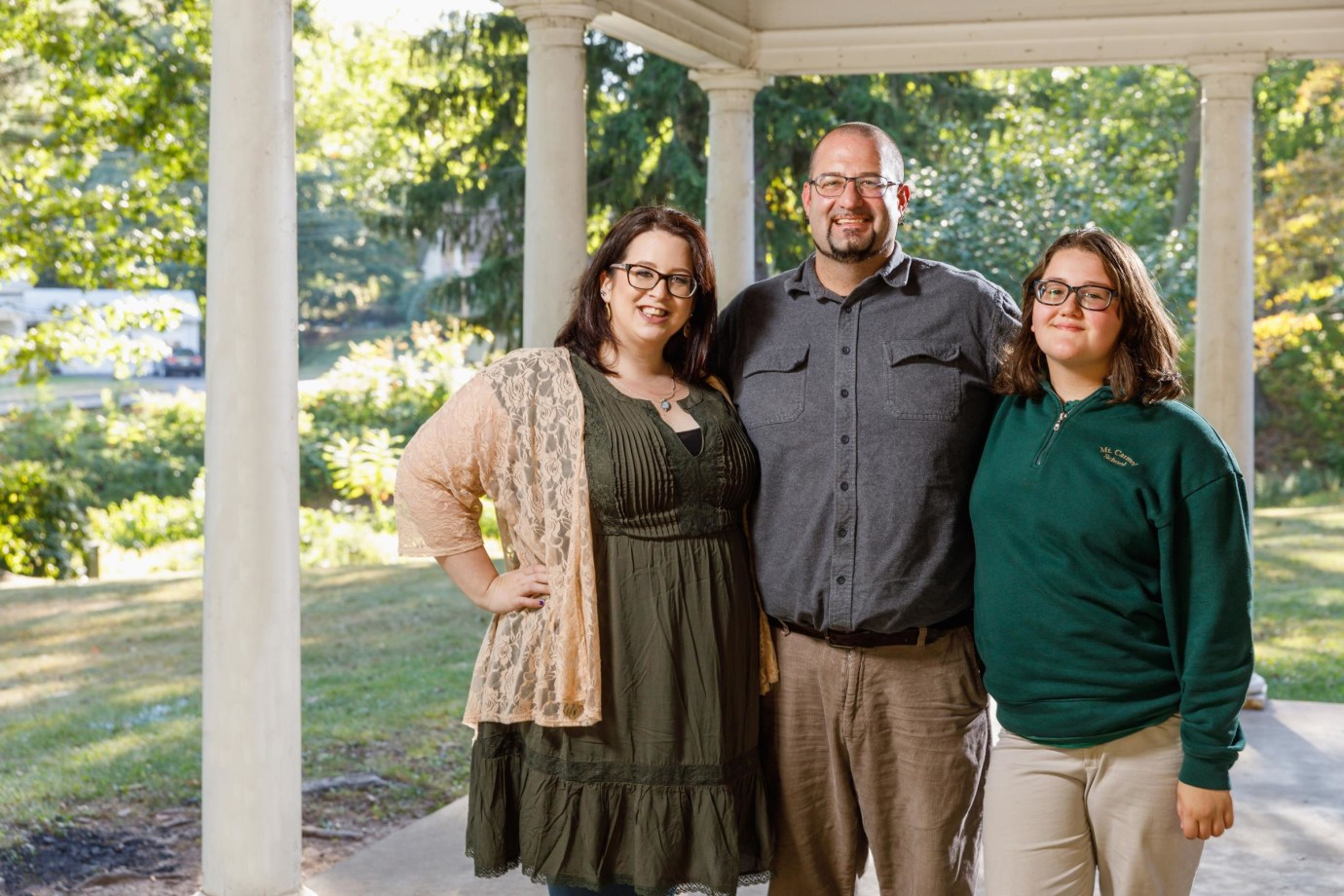 Jennifer, lupus patient, with her husband Chuck and stepdaughter Maddie