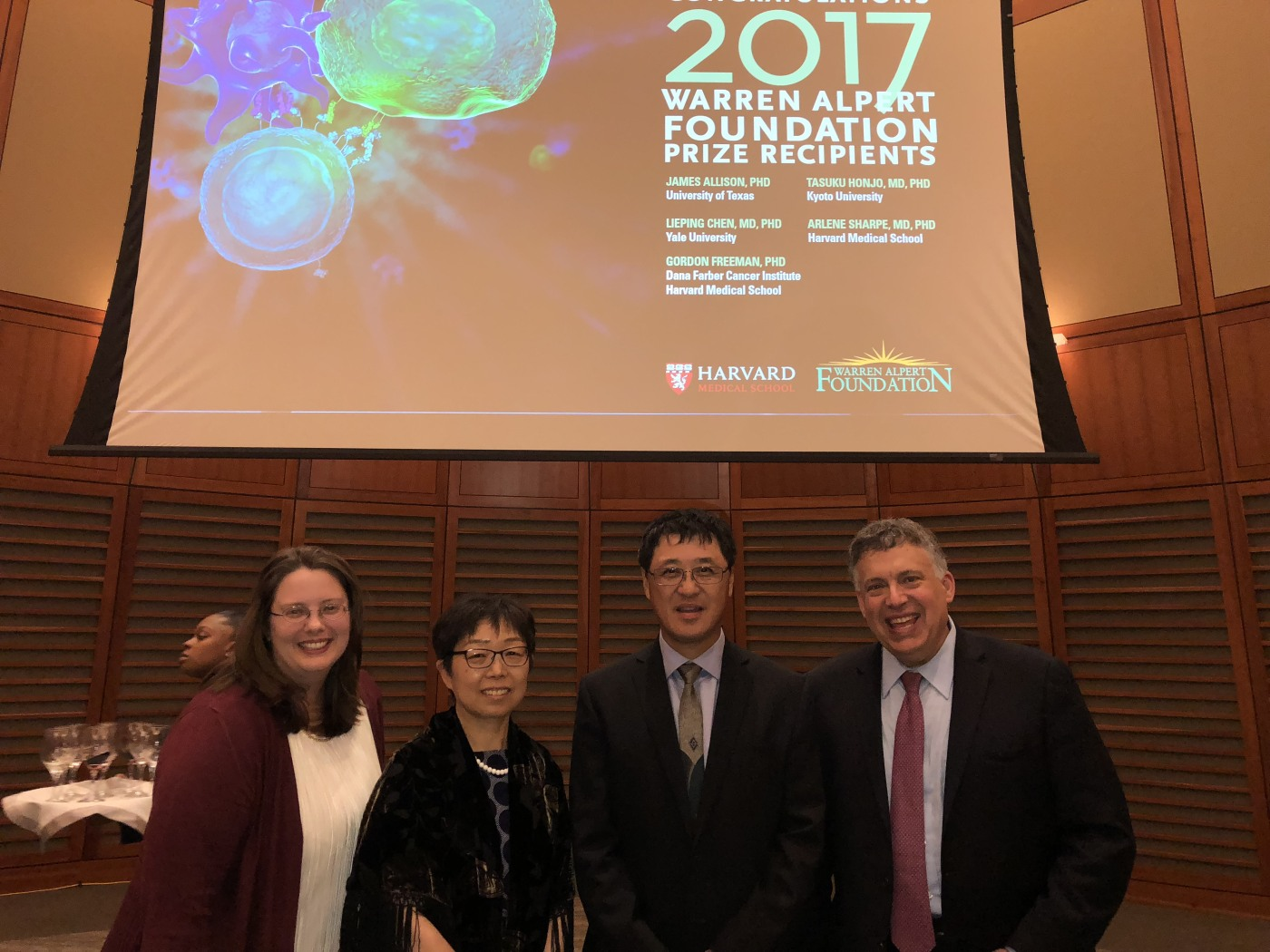 Lieping Chen receives Warren Alpert Foundation Prize