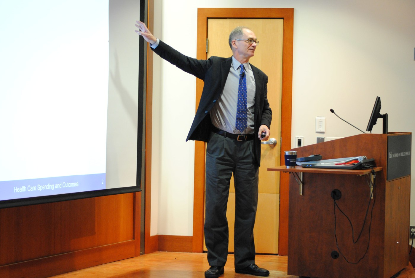 Jonathan Skinner, director of the Aging Program at the National Bureau of Economic Research, delivers the Dean's Lecture for the Yale School of Public Health's Program on Aging Seminar on Nov. 6.