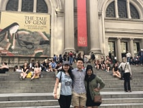 Lisa and friends on the steps of the Metropolitan Museum