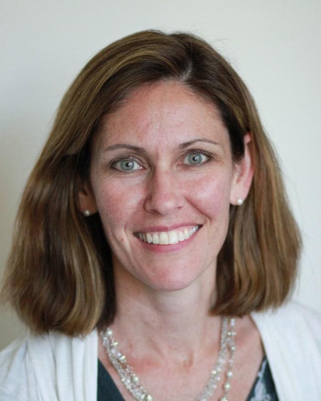 Nicole R Wright