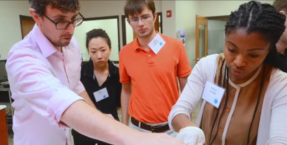 YSM students in Anatomy lab