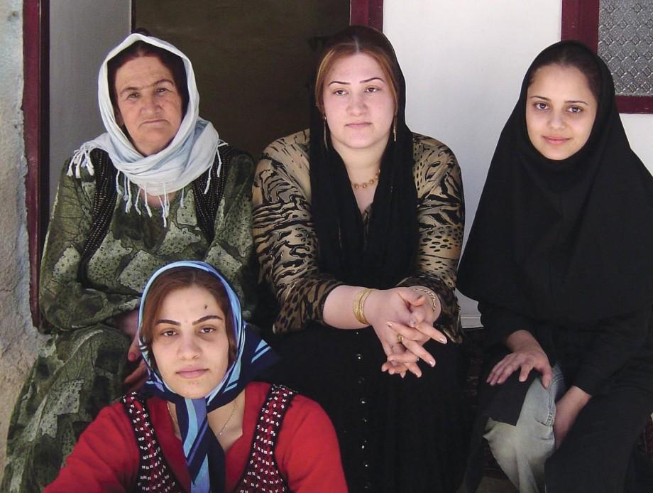 Farnoosh Hashemian with women