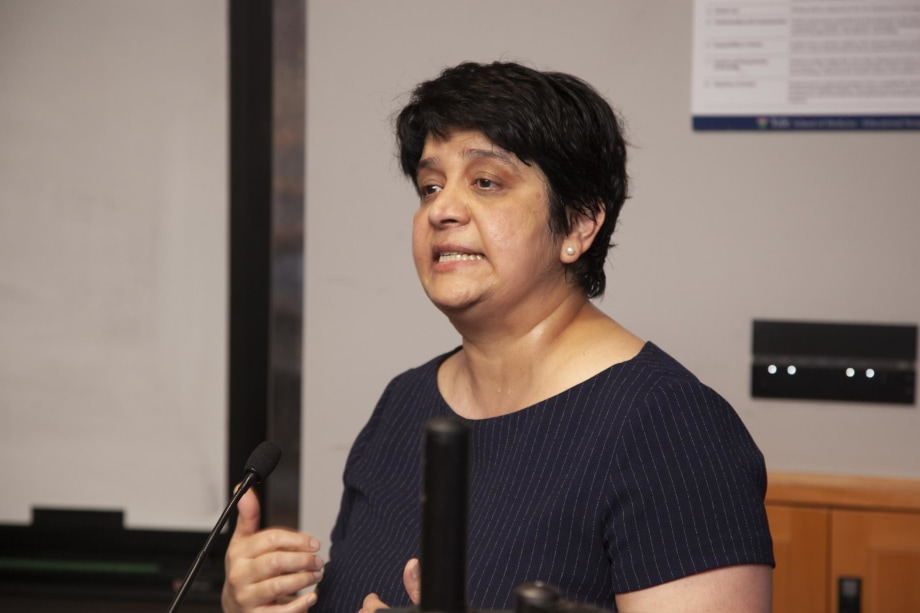 Suchitra Krishnan-Sarin during her lecture to school of medicine alumni